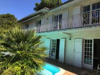 Location, location, location.....a rare find for this spacious villa only 5 minutes from the beach