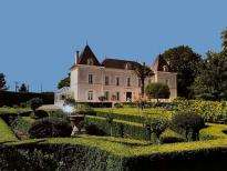 Wonderful chateau with large garden, ready to move into