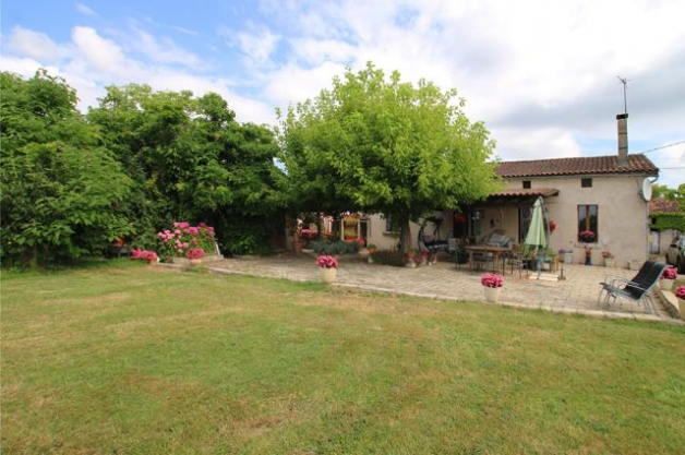 Detached 4 Bedroom Farmhouse With Land Ideal For Horses Or Animals Situated Near To La Roche Chalais In The Dordogne Region There Is 45 Hectares Of